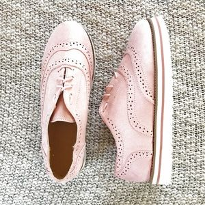 Shoes - Pink Wingtip Oxford White Sole Flats 8